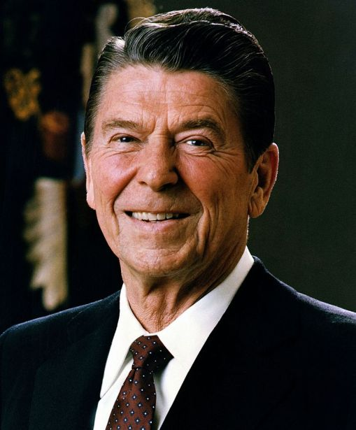 800px-official_portrait_of_president_reagan_1981-cropped