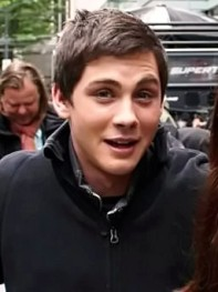 Logan_Lerman_on_the_set_of_Percy_Jackson_Sea_of_Monsters_in_Vancouver,_May_2012