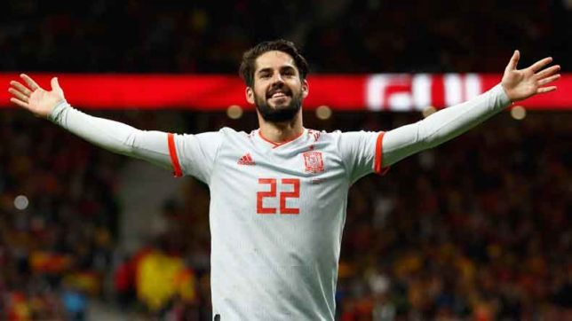 Isco-scores-stunning-hat-trick-as-Spain-'slap_-Messi-less-Argentina-6-1--644x362